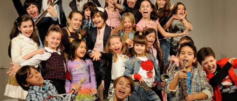 Pustii se joaca de-a oamenii mari la… Televiziunea copiilor!
