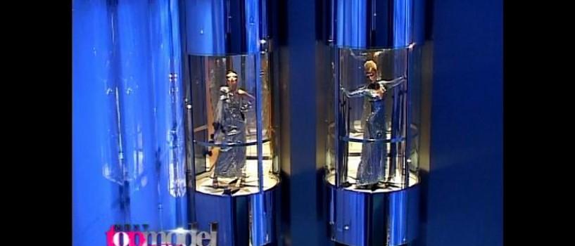 Prezentare de modã ineditã în lifturile – glonţ din Burj Dubai