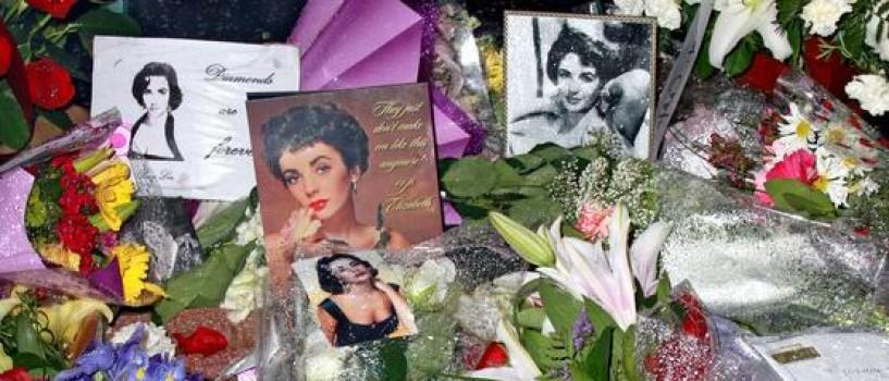 Elizabeth Taylor s-a retras discret dintre noi…