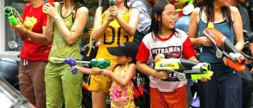 Thailanda: Nou record mondial la bataia cu pistoale cu apa!