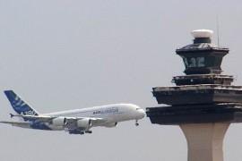 Controlor de trafic aerian concediat pentru ca se uita la filme in timpul serviciului!