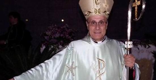 Diavolul se imbraca de la Prada, iar episcopii de la... Armani!