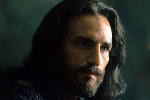 Jim Caviezel sustine ca a fost respins de industria filmului dupa rolul din Patimile lui Hristos