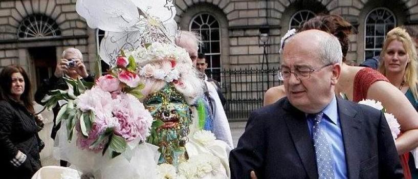 Femeia cu 7 000 de piercing-uri s-a maritat!
