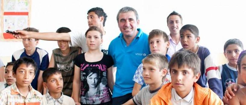 """Gheorghe Hagi i-a vizitat pe copiii din programul """"Viitorul copiilor începe la şcoală"""""""