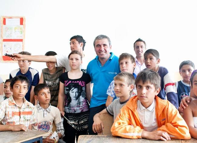 Gheorghe Hagi i-a vizitat pe copiii din programul