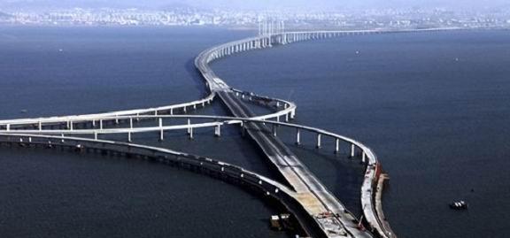 China a inaugurat cel mai lung pod peste apa din lume! (VIDEO)