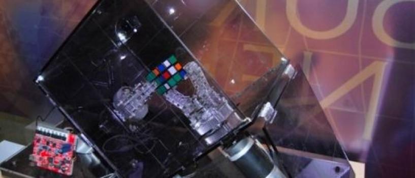 Robotul Ruby rezolva cubul Rubik in 10,18 secunde (VIDEO)!