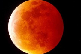 Luna ni se arata maine noapte rosie la fata!
