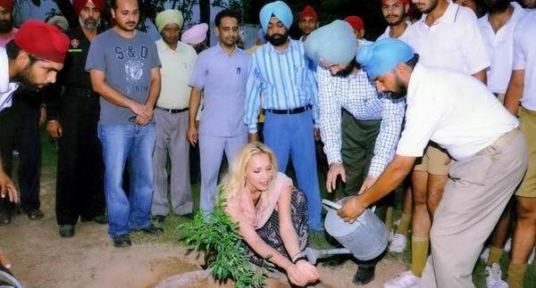 Iulia Vantur are un copac care ii poarta numele in India!
