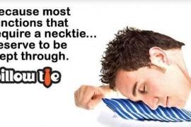 Cravata-perna va face somnul la birou mai odihnitor…