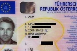 S-a fotografiat pentru permisul auto cu strecuratoarea de spaghete pe cap!