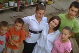 Dramele copiilor ce cresc departe de parinti, duminica, la Romania, te iubesc!