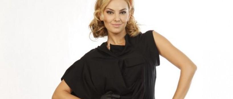 Roxana Ionescu este de astazi coprezentator la Vocea Romaniei!
