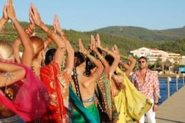 Bote îşi transformă ucenicele în veritabile indience