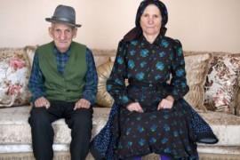 Mândrie și beton – o expozitie foto despre transformarea satului traditional romanesc!