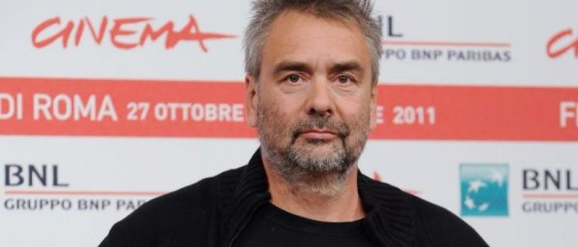 Luc Besson isi plimba odinioara cainele impreuna cu Nicolas Sarkozy