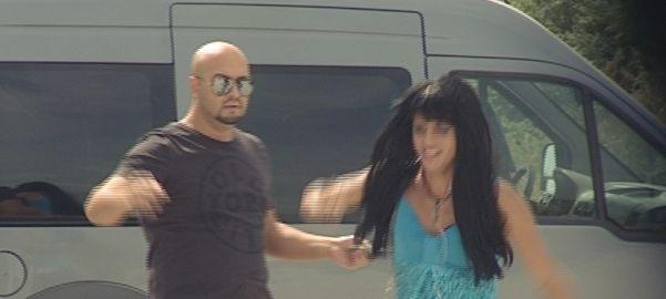 Mihai de la 3SE prins în flagrant în timp ce îi oferea bani unei prostituate!