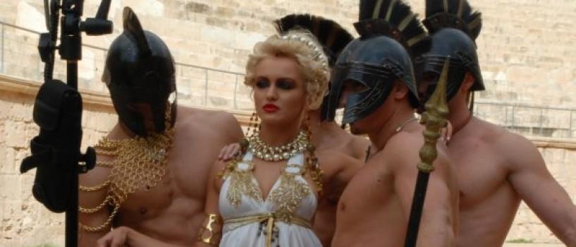 Protagonistele Next Top Model calca pe urmele gladiatorului!