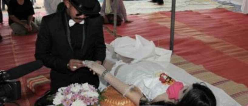 Un thailandez s-a casatorit cu prietena lui moarta! (VIDEO)