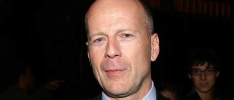 Bruce Willis si-a petrecut noaptea in fata spitalului in care e internata Demi Moore