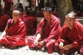 Calugarii tibetani au nevoie de aprobare pentru a se reincarna si alte legi la fel de ciudate…