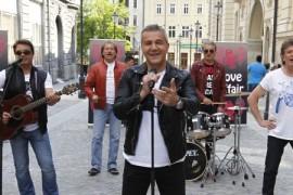 Trupa Holograf a ocupat o strada din centrul Bucurestiului pentru filmarile noului clip!