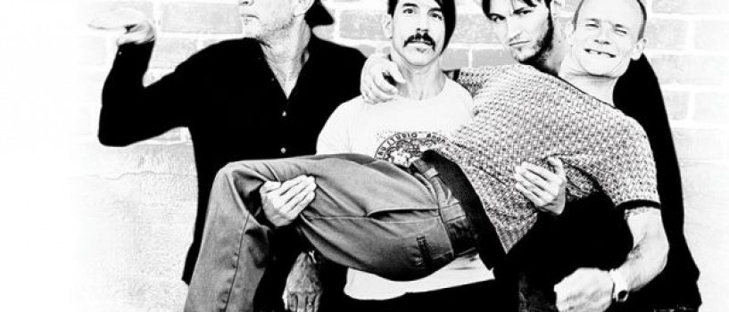 Red Hot Chili Peppers mediteaza inaintea concertului de la Bucuresti!