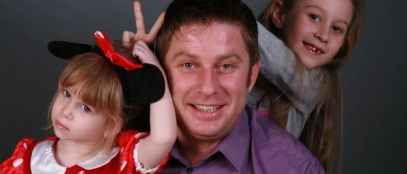 Fetițele lui Pavel Bartoș îl preferă pe Smiley concertelor de operă ale tatălui lor