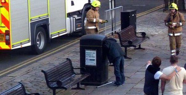 Un individ blocat cu capul in cosul de gunoi a fost salvat de pompieri!