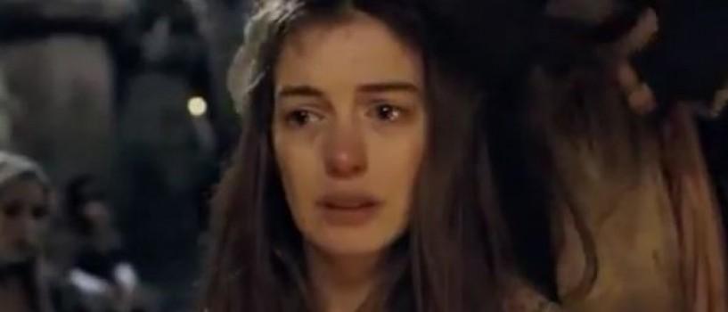 Anne Hathaway a slabit 12 kg pentru rolul din Les Miserables