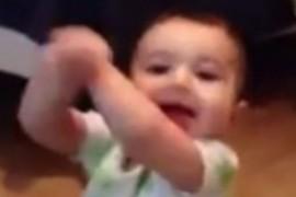 Bebelus de 7 luni danseaza Gangnam  Style (VIDEO)