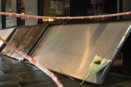 Un om a murit dupa ce firma unui magazin i-a cazut in cap