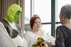 Un cuplu din Jersey s-a casatorit deghizat in Shrek si Fiona