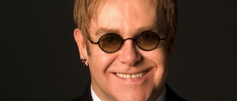 Sir Elton John a inchiriat o intreaga camera de hotel pentru ochelarii sai