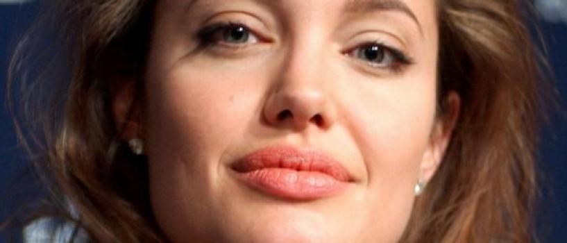 Angelina Jolie il admira pe Brad Pitt pentru suportul acordat in timpul operatiilor