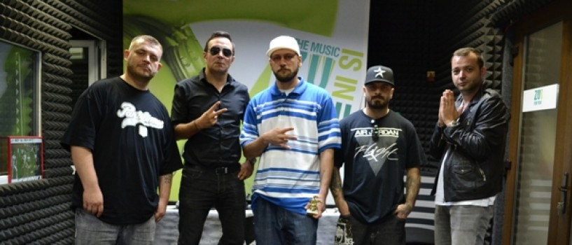 B.U.G. Mafia a cantat pentru prima data in direct la un post de radio!