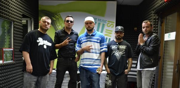 B.U.G. Mafia a cantat pentru prima data in direct la un post de radio!