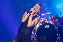 Solistul Depeche Mode – inconjurat de femei la Bucuresti!