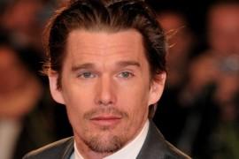 Cel mai bun sarut din viata lui Ethan Hawke a fost cel cu… Angelina Jolie!