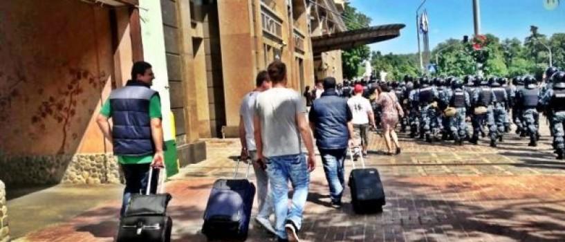 Fly Project prinsa intr-o ambuscada intre mascatii si protestatarii din Kiev