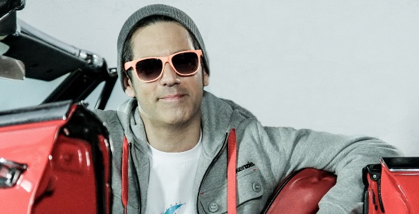 Stefan Banica si-a lansat cel mai nou videoclip: Alerg printre stele