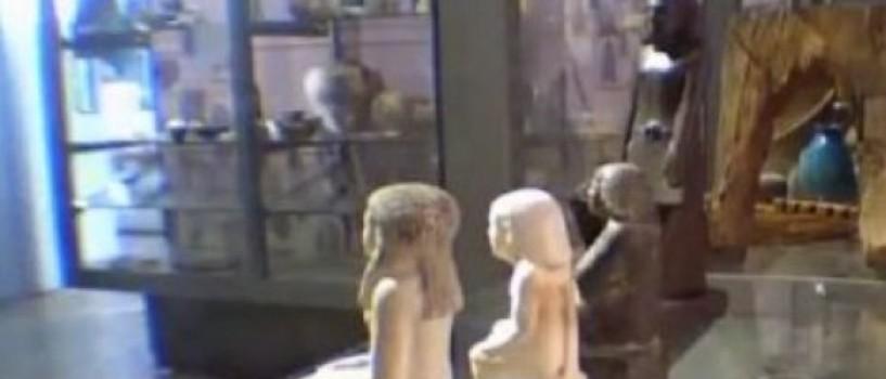 O veche statuie egipteana se misca singura prin Manchester Museum! (VIDEO)