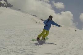 Andi Moisescu practica snowboarding-ul in plina vara!