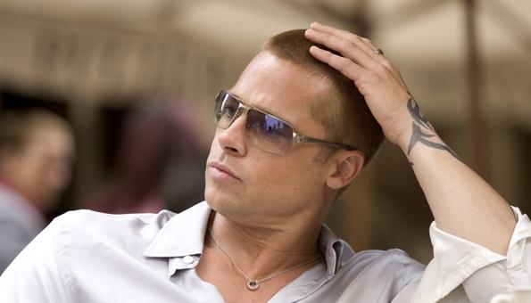 De ce a inventat Brad Pitt borcanul pentru injuraturi?