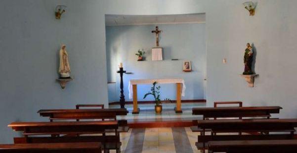 bebelus declarat mort a inviat in altarul bisericii. Black Bedroom Furniture Sets. Home Design Ideas