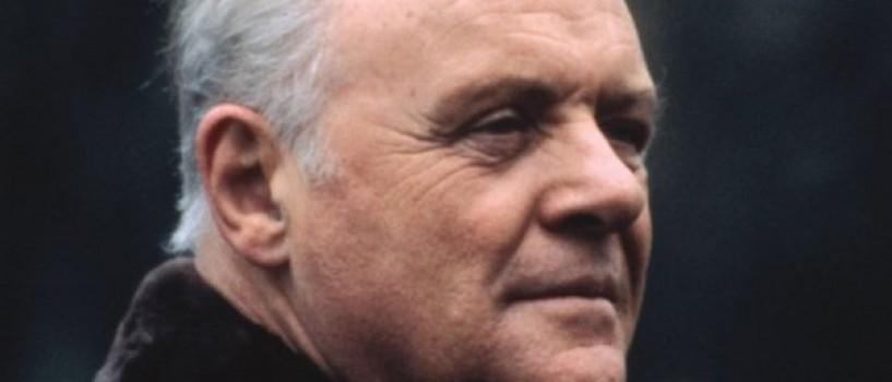 Anthony Hopkins inlocuit de Jon Voight in filmul despre viata lui Hemingway
