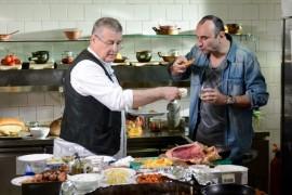 Mircea Dinescu ii gateste coltunasi lui Marius Tuca, duminica, la Politica si delicateturi