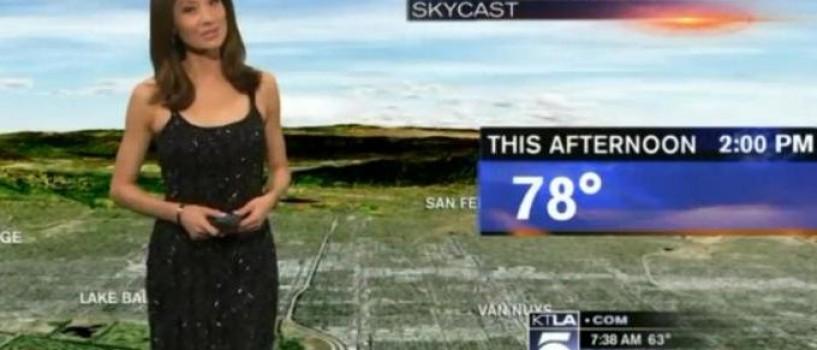 VIDEO: Prezentatoare meteo imbracata in direct pentru ca rochia ei nu le placea telespectatorilor!