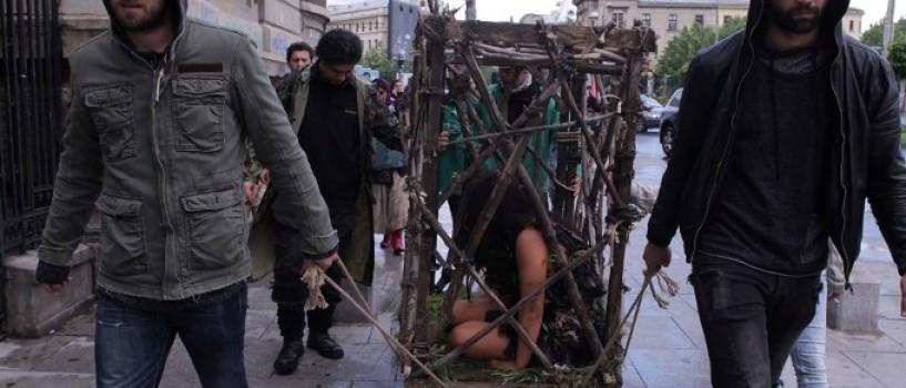 De ce a fost plimbata ieri Aylin Cadir intr-o cusca prin Bucuresti?